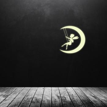 Svíticí samolepka na zeď - Víla na houpačce
